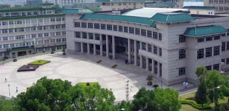 中南民族大学 校内广场