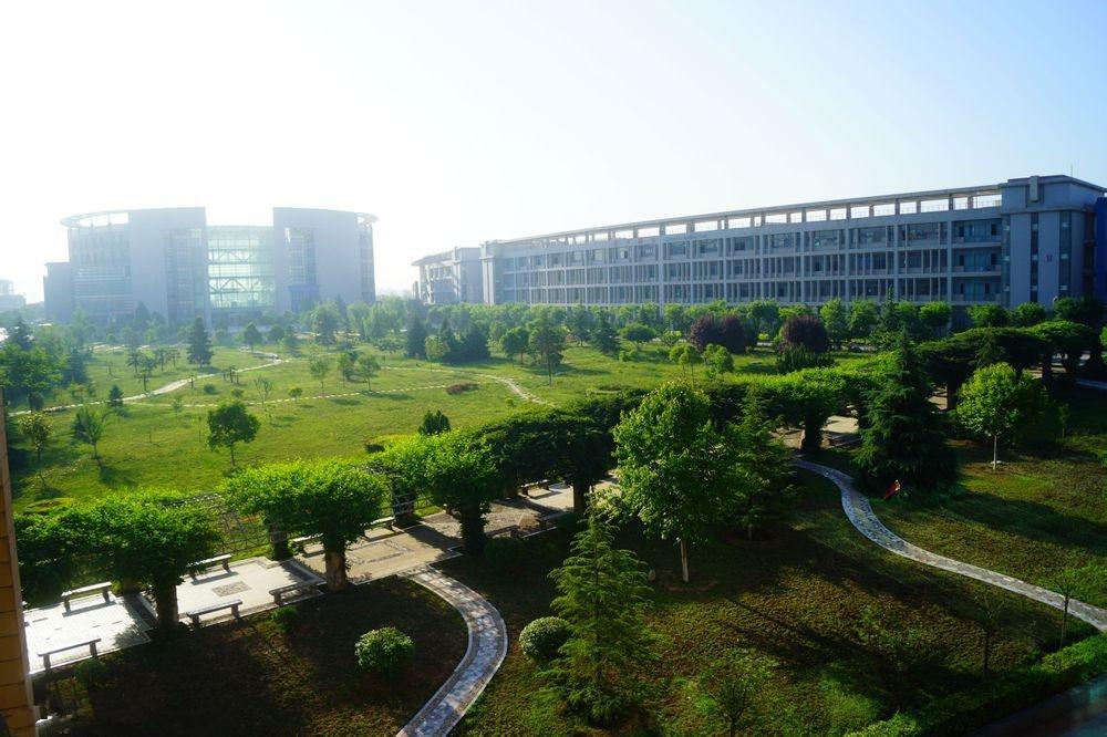 西安外国语大学 公园