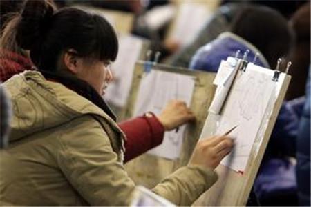 江苏3万名考生昨参加美术省统考 比去年少了2000多人