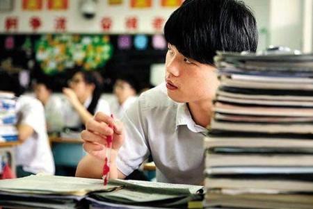 重庆二本批次录取56537人 38所高校录取分数超一本线
