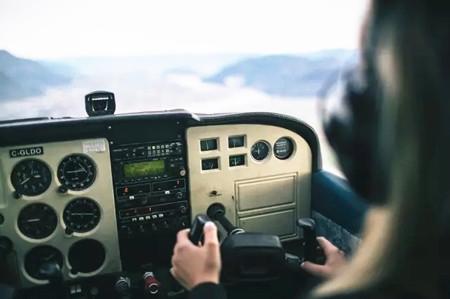新政策大调整:近视眼也能当飞行员!