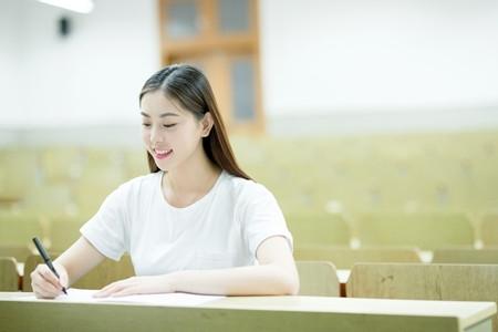 """中央美术学院艺考增""""现场作诗""""环节"""