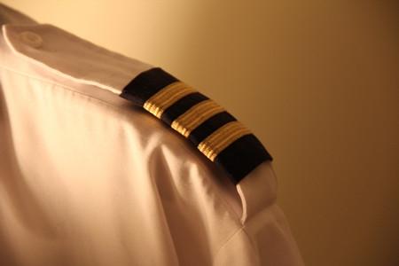 空军再招女飞行员:文理兼收 有机会读北大、清华