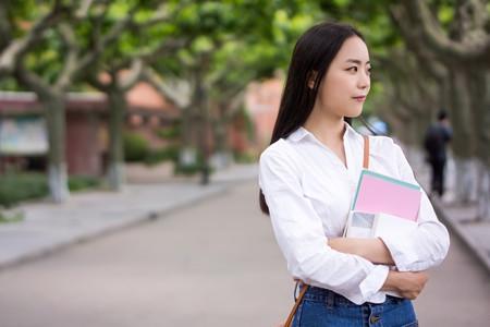 2019文科女生学什么专业就业前景好
