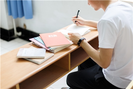 为了防止艺考失败,就要提升文化课成绩